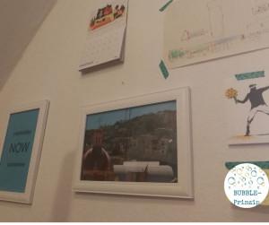 Schöne Bilder und Selbstgemaltes im Home-Office